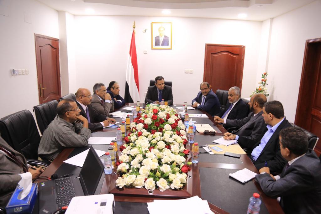 ورد الآن : رئيس مجلس الوزراء يجتمع بقيادة الشركة اليمنية للغاز وشركة صافر النفطية