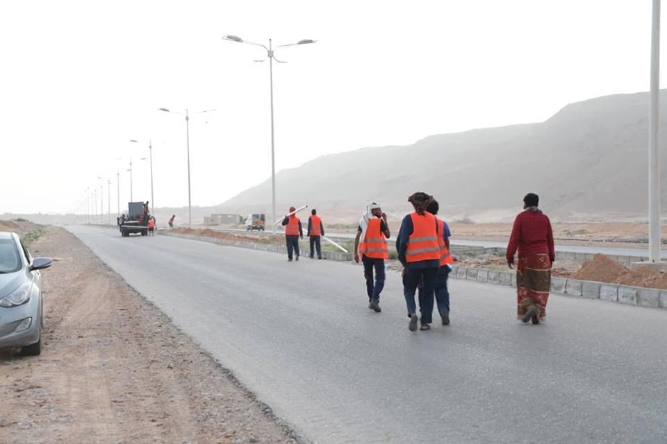 البحسيني يطلع على سير العمل في المرحلة الأولى من مشروع إعادة تأهيل إنارة طريق ضبة