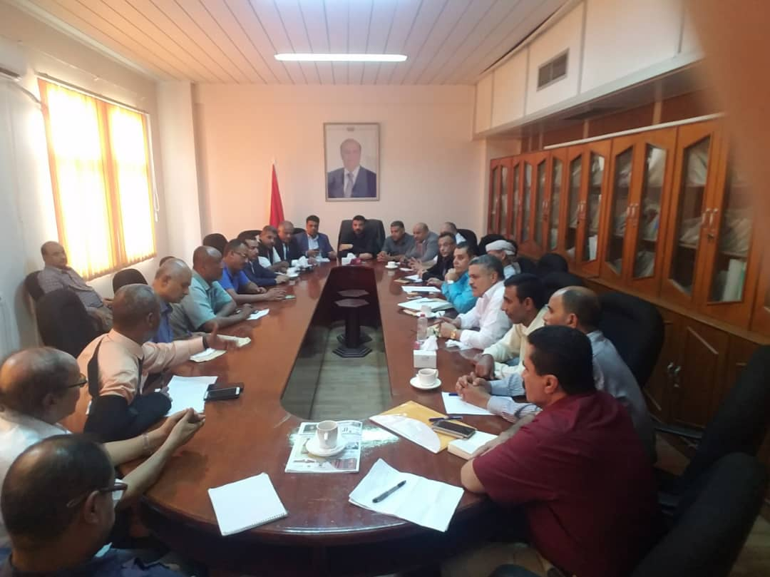 عدن| سالمين يرأس اجتماعاً لتحديد الاحتياجات  وحصر الأضرار وإنشاء إدارة خاصة لتصريف مياه السيول