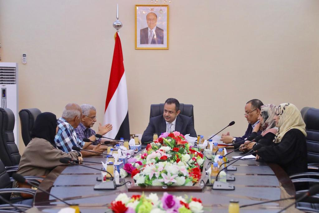 رئيس الوزراء د.معين عبدالملك يلتقي اللجنة العليا للانتخابات في العاصمة المؤقتة عدن